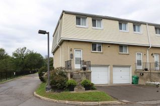 Condo Townhouse 2-Storey for Sale, 400 Mississauga Valley Blvd #16, Mississauga, ON